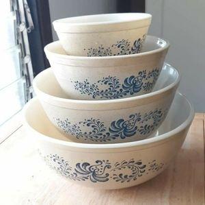 Vintage Pyrex - Homestead - Mixing Bowl Set